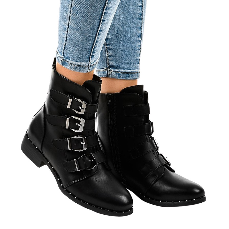 Fekete női csizma S120 csattal