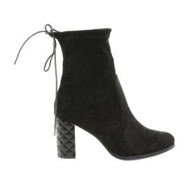 Díszcipővel díszített sarkú cipő Daszyński 154 fekete