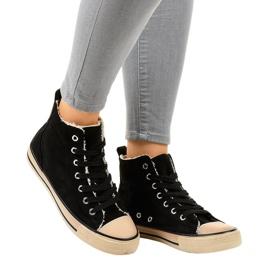Fekete szigetelt cipők T-040