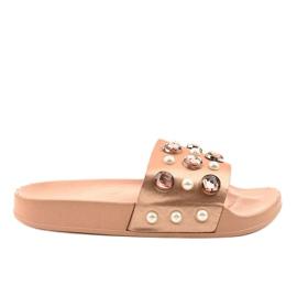 Rózsaszín papucs H-6567 gyöngyökkel