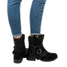 Fekete bokacsizma, csattal és dekoratív Coord felsőrésszel 3